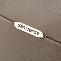 Langlebiger Koffer mit dreifachem Kantenschutz, hergestellt aus einem sehr widerstandsfähigen und haltbaren Material.