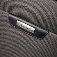 Corps en polyester indéchirable de toute première qualité, rehaussé de détails en cuir nappa.